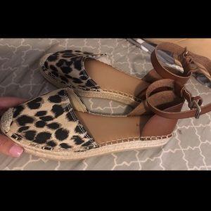 Shoes - NEW cheetah sandals